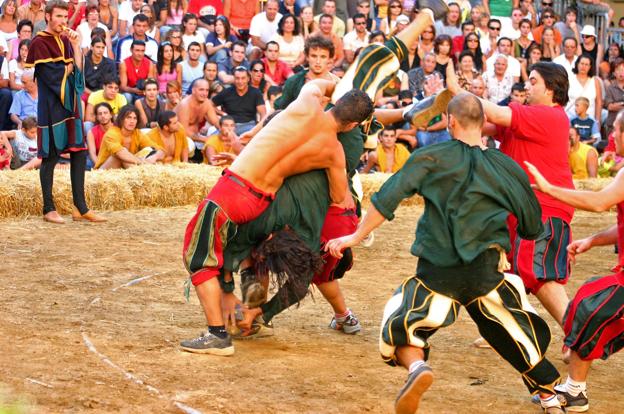 """Historic """"Gioco del Pozzo"""" in Montevarchi"""