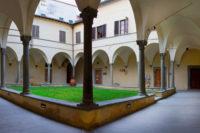 IMG_0322-3-Panoramica-Chiostro-di-Cennano-a-Toni-e-masch-contr-Ph-M.-Anselmi