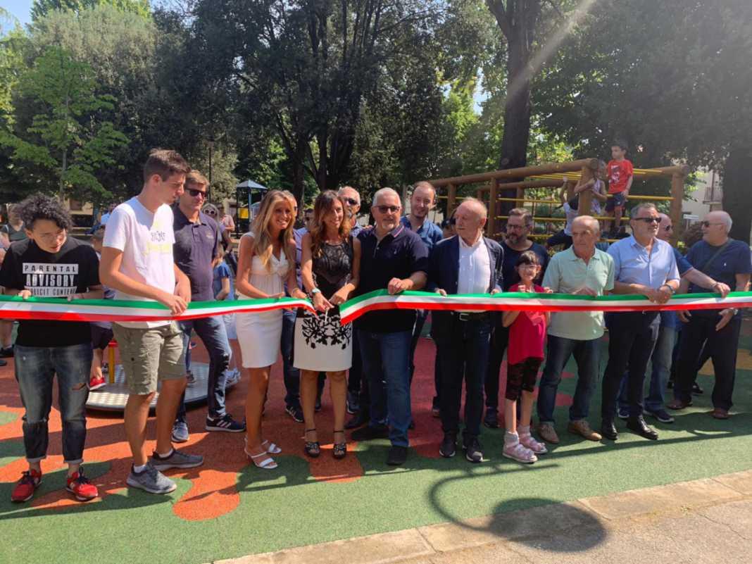 Inaugurazione di un nuovo parco giochi inclusivo in piazza della Repubblica